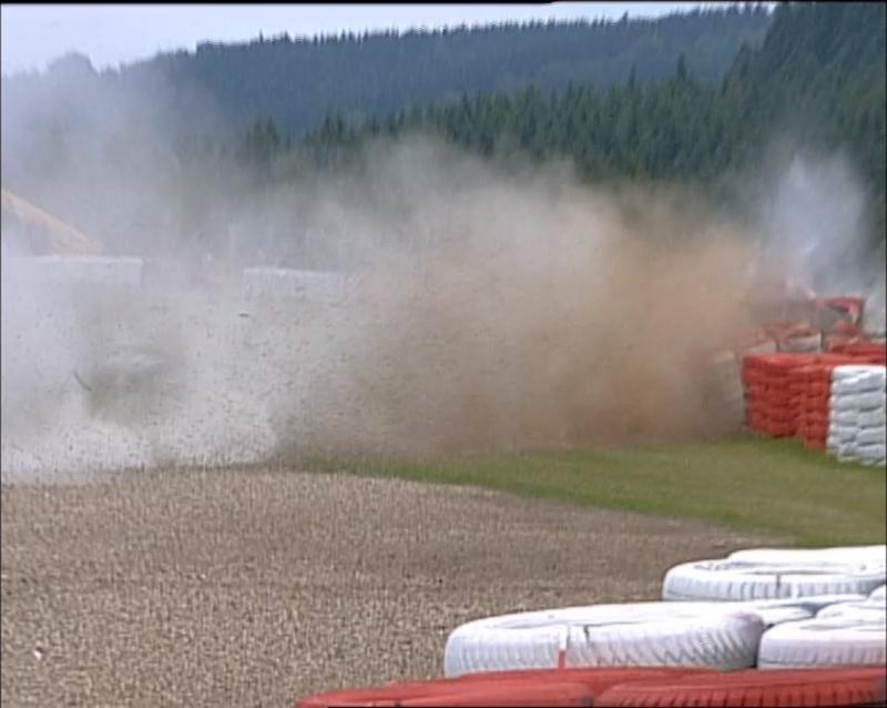 Crash between Luciano Burti and Eddie Irvine at the 2001 Belgian Grand Prix. © Formula1  The Rulebook | Ep. 1: Bandiera rossa in Formula 1